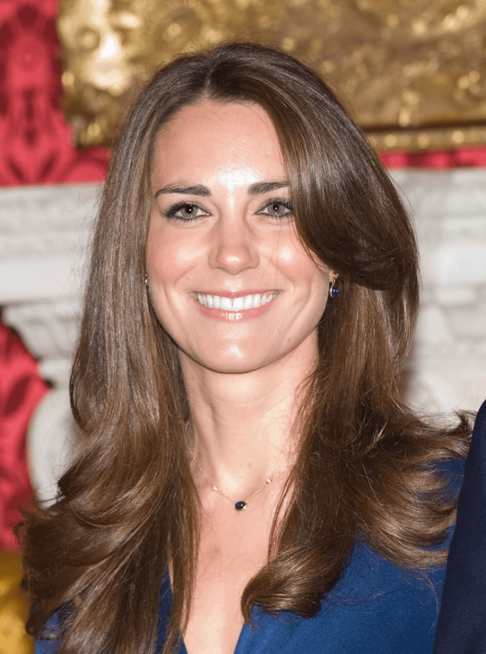 Kate Middleton wears Elsa Peretti's Color by the Yard in cabochon and diamonds for her 2009 engagement photos